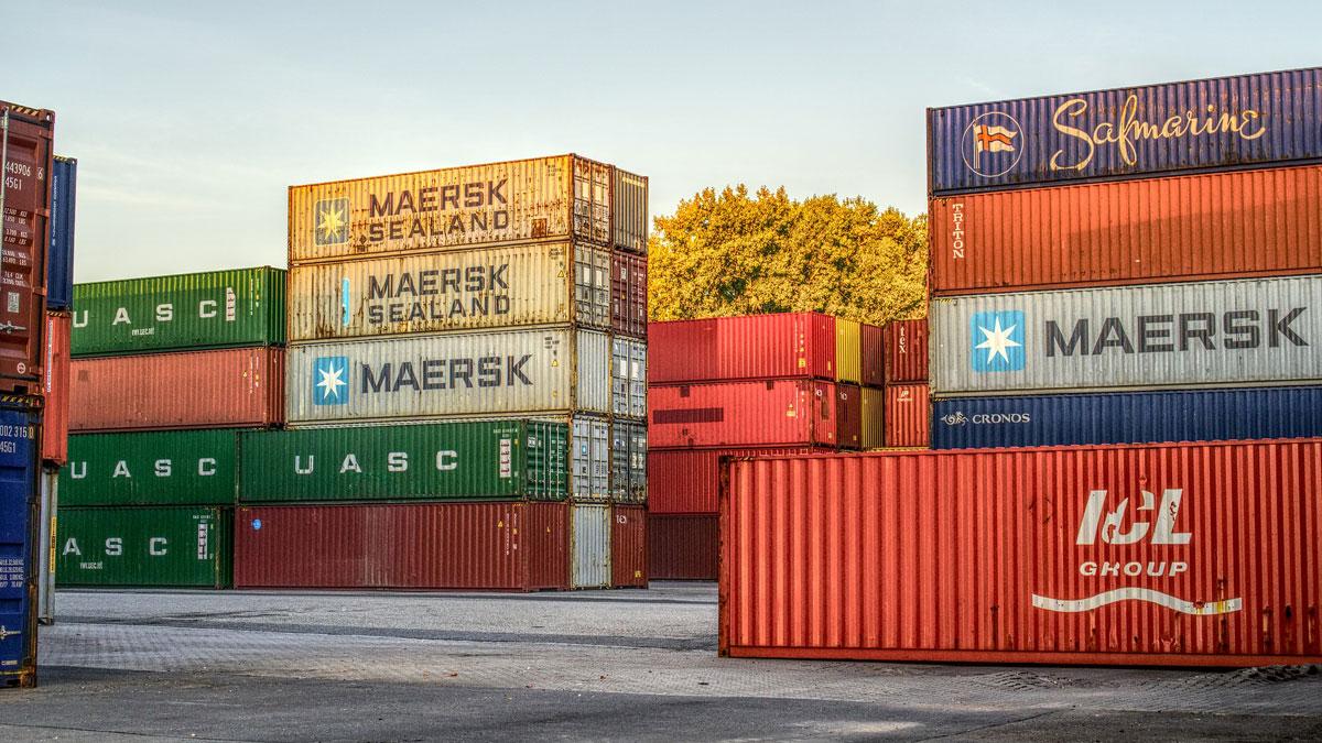 Container im Hafen als Erfolg von Vertrieb